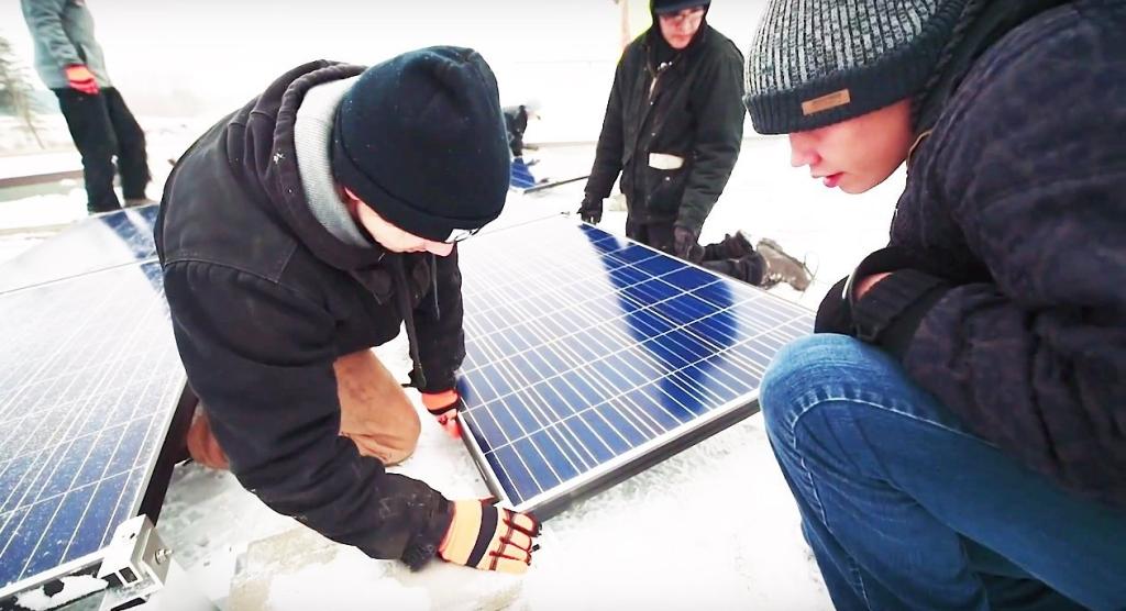 700 beaver-lake-cree-solar-panels